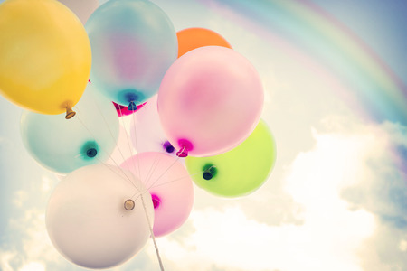 Photo pour vintage colorful balloon with rainbow on blue sky concept of love in summer and valentine, wedding honeymoon - image libre de droit