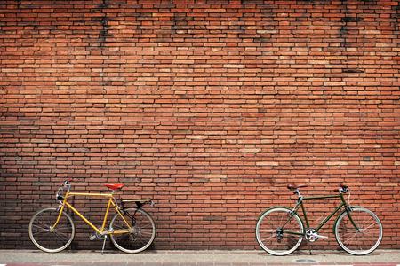 Foto de Retro bicycle on roadside with vintage brick wall background - Imagen libre de derechos