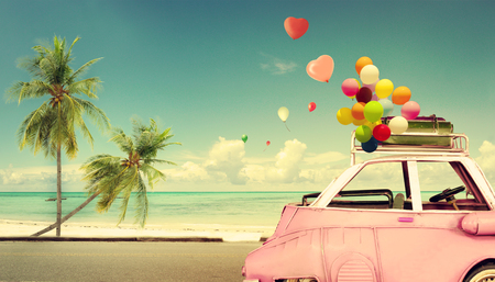 Photo pour Vintage pink classic car with heart colorful balloon on beach blue sky - concept of love in summer and wedding. Honeymoon trip - image libre de droit