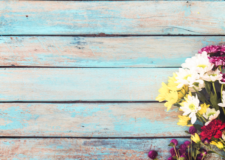 Photo pour Colorful flowers bouquet on vintage wooden background, border design. vintage color tone - concept flower of spring or summer background - image libre de droit