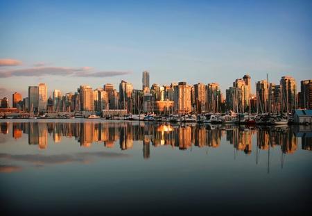 Photo pour Vancouver skyline at dawn - image libre de droit