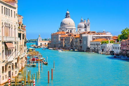 Foto de Canal Grande with Basilica Santa Maria della Salute in the background as seen from Ponte dell'Accademia, Venice, Italy - Imagen libre de derechos