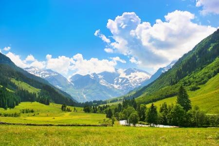 Photo pour Beautiful landscape with the Alps in Nationalpark Hohe Tauern, Salzburg, Austria - image libre de droit