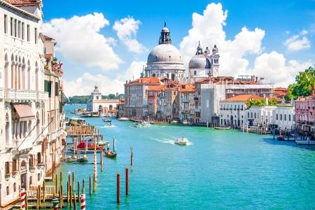 Foto de Grand Canal with Basilica di Santa Maria della Salute, Venice, Italy - Imagen libre de derechos