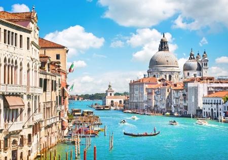 Foto de Canal Grande and Basilica di Santa Maria della Salute, Venice, Italy - Imagen libre de derechos
