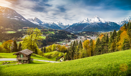Photo pour Panoramic view of beautiful mountain landscape in the Bavarian Alps with village of Berchtesgaden and Watzmann massif in the background at sunrise, Nationalpark Berchtesgadener Land, Bavaria, Germany - image libre de droit