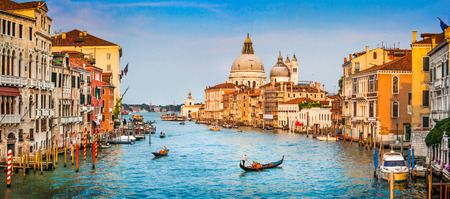 Foto de Panoramic view of famous Canal Grande and Basilica di Santa Maria della Salute at sunset in Venice, Italy - Imagen libre de derechos