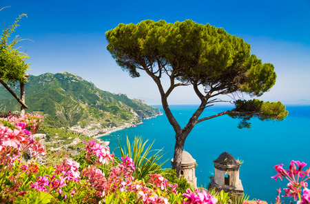 Foto de Scenic picture-postcard view of famous Amalfi Coast with Gulf of Salerno from Villa Rufolo gardens in Ravello, Campania, Italy - Imagen libre de derechos