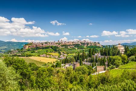 Photo pour Historic town of Orvieto, Umbria, Italy - image libre de droit