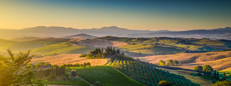Photo pour Scenic Tuscany landscape panorama with rolling hills and harvest fields in golden morning light, Val d Orcia, Tuscany, Italy - image libre de droit