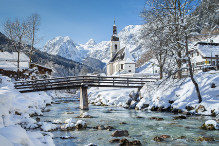 Foto de Panoramic view of scenic winter landscape in the Bavarian Alps with famous Parish Church of St. Sebastian in the village of Ramsau, Nationalpark Berchtesgadener Land, Upper Bavaria, Germany - Imagen libre de derechos