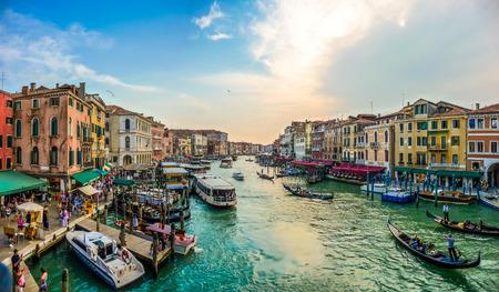 Foto de Panoramic view of famous Canal Grande from famous Rialto Bridge in Venice, Italy - Imagen libre de derechos