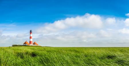 Foto de Beautiful landscape with famous Westerheversand lighthouse at North Sea in Nordfriesland, Schleswig-Holstein, Germany - Imagen libre de derechos