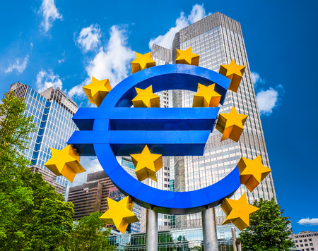 Photo pour Euro sign at European Central Bank headquarters in Frankfurt, Germany with dark dramatic clouds symbolizing a financial crisis - image libre de droit