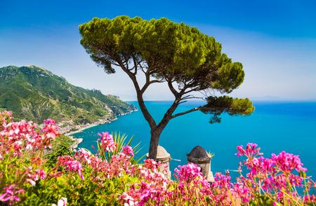 Foto de Scenic picture-postcard view of famous Amalfi Coast with Gulf of Salerno from Villa Rufolo gardens in Ravello, Campania, Italy - Imagen libre de derechos