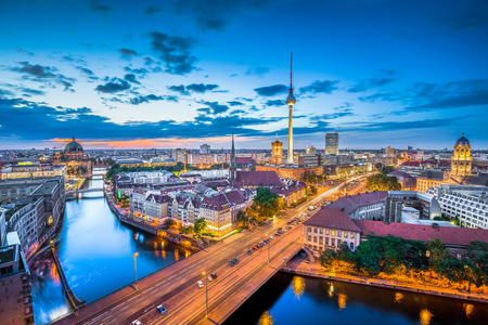 Foto de Aerial view of Berlin skyline with dramatic clouds in twilight during blue hour at dusk, Germany - Imagen libre de derechos