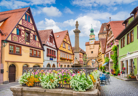 Foto de Beautiful postcard view of the famous historic town of Rothenburg ob der Tauber on a sunny day with blue sky and clouds in summer, Franconia, Bavaria, Germany - Imagen libre de derechos