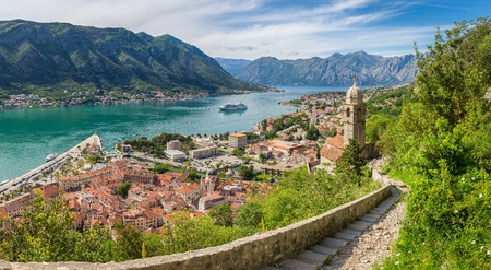 Foto de Classic panorama view of the historic Church of Our Lady of Remedy overlooking the old town of Kotor - Imagen libre de derechos