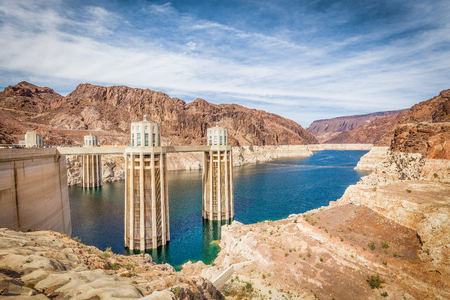 Foto per Classic view of famous Hoover Dam, a major tourist attraction located on the border between the states of Nevada and Arizona, on a beautiful sunny day with blue sky and clouds in summer, USA - Immagine Royalty Free