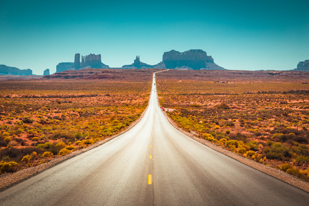 Foto de Classic panorama view of historic U.S. Route 163 running through famous Monument Valley - Imagen libre de derechos