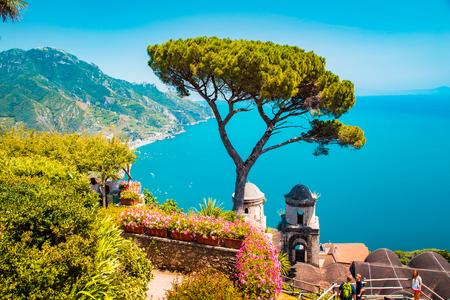 Foto de Scenic panoramic view of famous Amalfi Coast with Gulf of Salerno from Villa Rufolo gardens in Ravello, Campania, Italy - Imagen libre de derechos