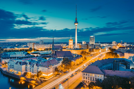 Photo pour Classic view of Berlin skyline with famous TV tower and Spree in beautiful golden evening light at sunset, central Berlin Mitte, Germany - image libre de droit