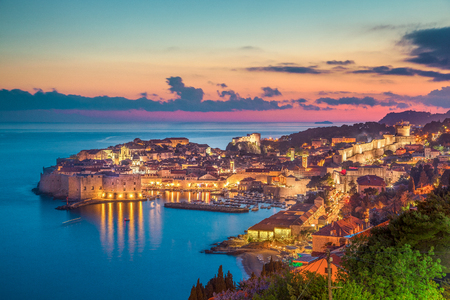 Foto de Panoramic aerial view of the historic town of Dubrovnik, one of the most famous tourist destinations in the Mediterranean Sea, in beautiful golden evening light at sunset, Dalmatia, Croatia - Imagen libre de derechos