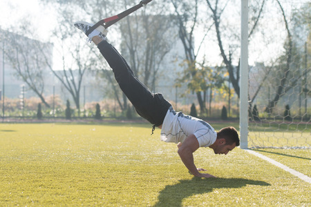 Photo pour Attractive Man Doing Crossfit With Fitness Straps in City Park Area - Training and Exercising for Endurance - Healthy Lifestyle Concept Outdoor - image libre de droit