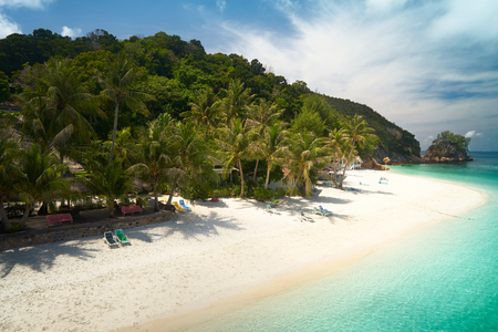 Foto de Beautiful beach aerial view over a Rawa island. White sandy beach seen from above. Malaysia . - Imagen libre de derechos