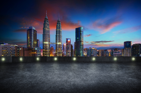 Photo pour Empty side view asphalt car park with kuala lumpur city skyline , night scene . - image libre de droit