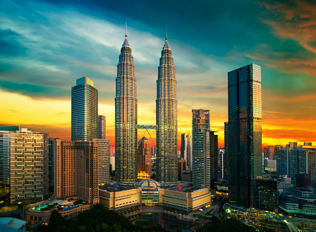 Photo pour Kuala Lumpur skyline at night - image libre de droit