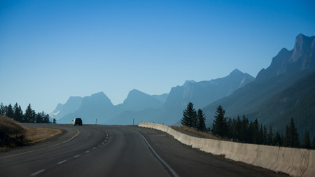 Photo pour Driving from Banff National Park to Calgary in Canada - image libre de droit