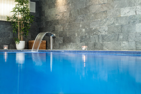 Photo pour Interior of wellness and spa swimming pool. - image libre de droit