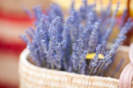 Foto de  dried lavender flowers in basket at the fair - Imagen libre de derechos