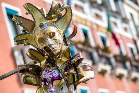 Foto de VENICE, ITALY - FEBRUARY 11: Mask of clown  during The carnival of Venice on February 11, 2018 in Venice - Imagen libre de derechos
