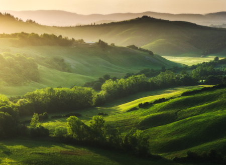 Photo pour Beautifully illuminated landscape of Tuscany - image libre de droit