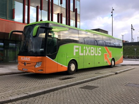 Foto per Almere, the Netherlands - December 8, 2018: Flixbus bus parked by the side of the road. Nobody in the vehicle. Flixbus offers intercity bus service in Europe and the United States. - Immagine Royalty Free
