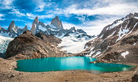 Photo pour Fitz Roy mountain and Laguna de los Tres, Patagonia, Argentina - image libre de droit