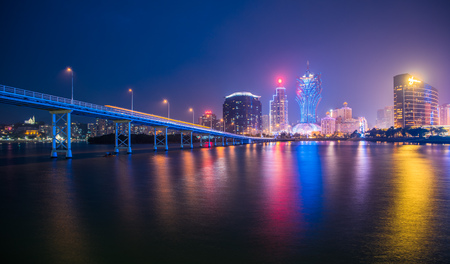 Photo pour Macau city skyline at night - image libre de droit