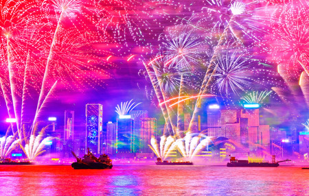 Photo pour Firework display on the New Year's Eve at the Victoria Harbor in Hong Kong. - image libre de droit