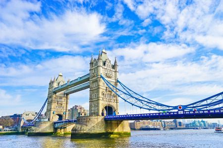 Foto de View of Tower Bridge in London on a sunny day - Imagen libre de derechos