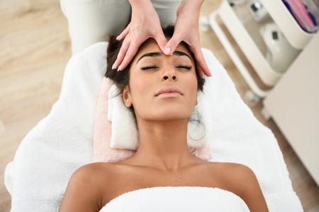 Photo pour Woman receiving head massage in spa wellness center. - image libre de droit