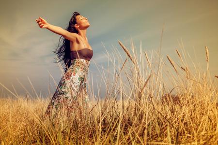 Photo pour joyful life outdoor field on coast - image libre de droit