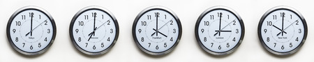 Photo pour clock on the wall of time zones for trading around the world set at 3PM london GMT time - image libre de droit