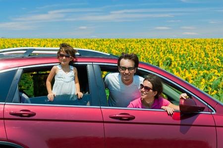 Photo pour Family vacation. Parents with child in car trip - image libre de droit