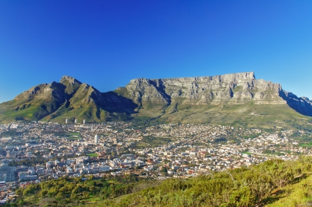 Photo pour Beautiful view of Cape Town and Table Mountain, South Africa - image libre de droit