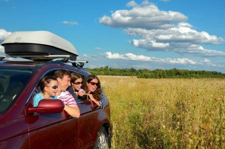 Photo pour Family vacation, car trip on summer, happy parents travel with kids and having fun, car insurance concept - image libre de droit