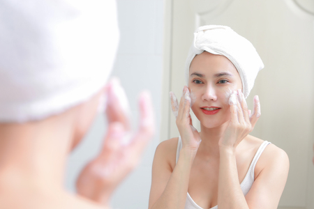 Photo pour Asian woman cleaning face skin enjoy herself with bubble cleansing foam. - image libre de droit