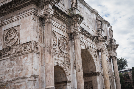 Foto per Arco di Constantino near the Colosseum in Rome Italy - Immagine Royalty Free