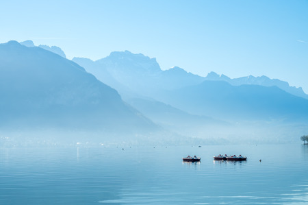 Photo pour Lake and mountains in Annecy, France ,under morning clear blue sky - image libre de droit